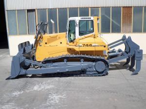 Bulldozers PR 744